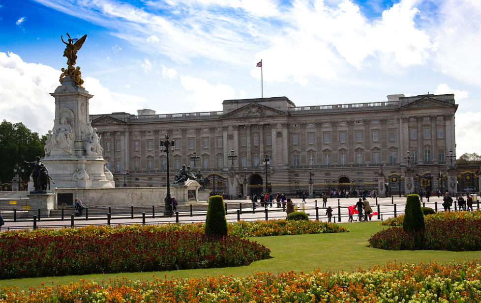 Things You Can Now Do Thanks to The London Night Tube: Visit Buckingham Palace