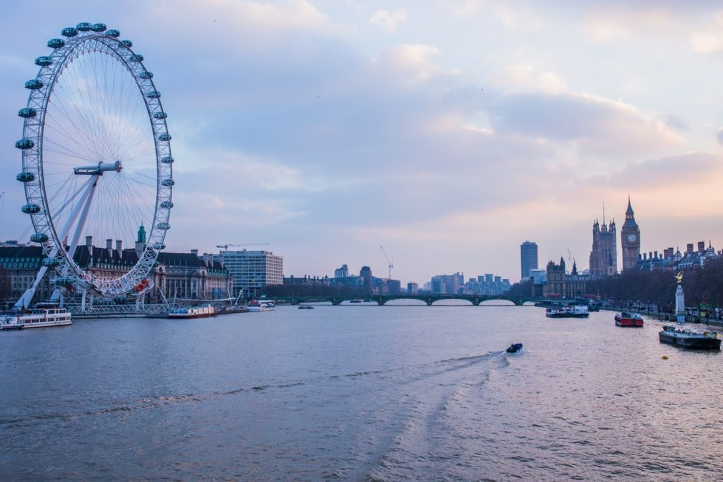 Things You Can Now Do Thanks to The London Night Tube: Take a Dawn Photography Class