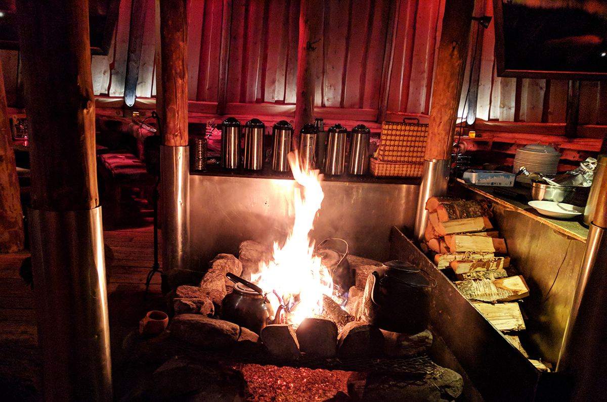 Cosy up around the fire at Tromsø Villmarksenter