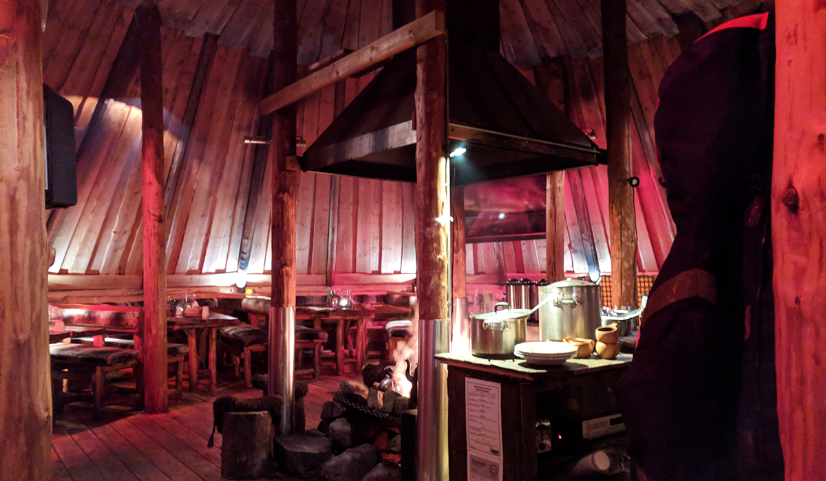 The hut at Tromsø Villmarksenter where you eat your meal!