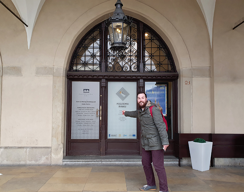 How to find the entrance to Rynek Underground Krakow Poland